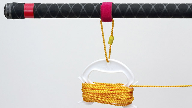 ロープ巻きを柄に取り付けます。