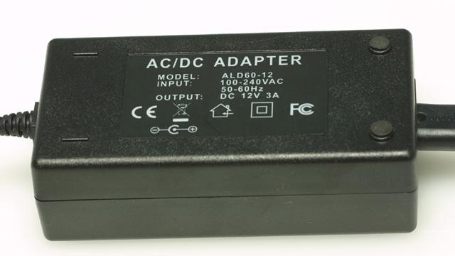 直流12Vに変換。